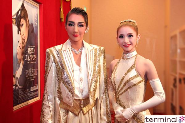 宝塚歌劇 星組公演『霧深きエルベのほとり』『ESTRELLAS~星たち~』紅 ゆずる、綺咲 愛里 囲み取材