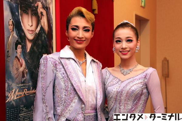 宝塚歌劇団 雪組『壬生義士伝』『Music Revolution!』望海 風斗、真彩 希帆 囲み取材