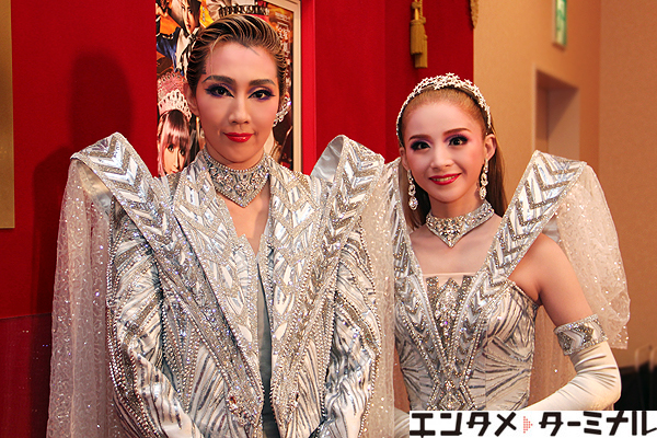 宝塚歌劇団 星組公演『GOD OF STARS-食聖-』『Éclair Brillant』紅 ゆずる、綺咲 愛里 囲み取材